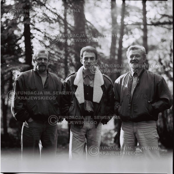 # 1083 - Czerwone Gitary w składzie: Seweryn Krajewski, Jerzy Skrzypczyk, Bernard Dornowski. 1991r. sesja zdjęciowa w Michalinie.