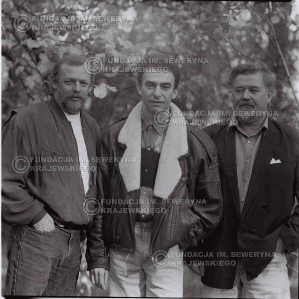 # 1098 - Czerwone Gitary w składzie: Seweryn Krajewski, Jerzy Skrzypczyk, Bernard Dornowski. 1991r. sesja zdjęciowa w Michalinie.