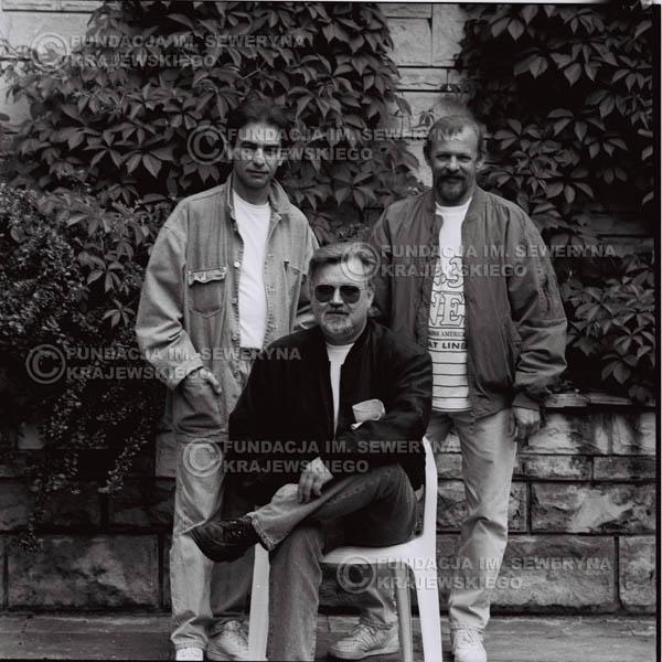 # 1125 - come back Czerwonych Gitar, od lewej: Seweryn Krajewski, Bernard Dornowski, Jerzy Skrzypczyk. 1991r. sesja zdjęciowa w Michalinie.