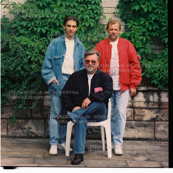 # 1190 - 1991r. sesja zdjęciowa w Michalinie, come back Czerwonych Gitar: Seweryn Krajewski, Bernard Dornowski, Jerzy Skrzypczyk.