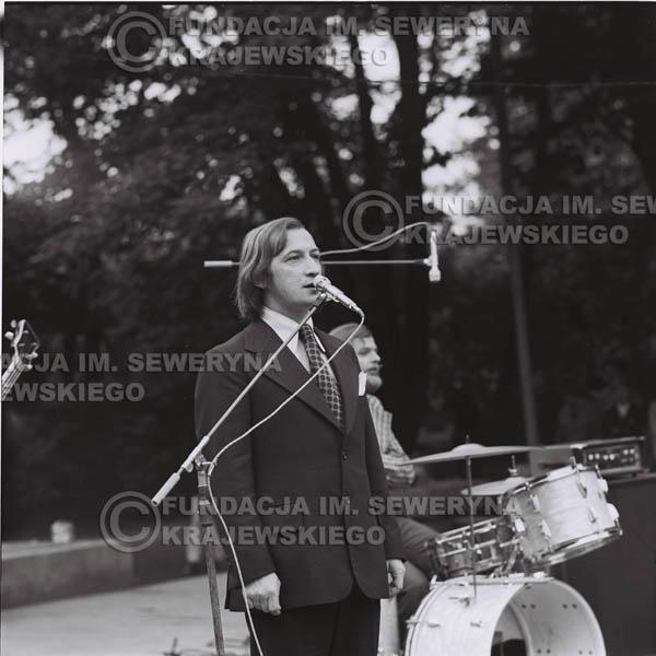 # 1217 - 1973r., Bytom-Bobrek – Tadeusz Górny (dziennikarz III programu Polskiego Radia) – prowadził koncert Czerwonych Gitar.