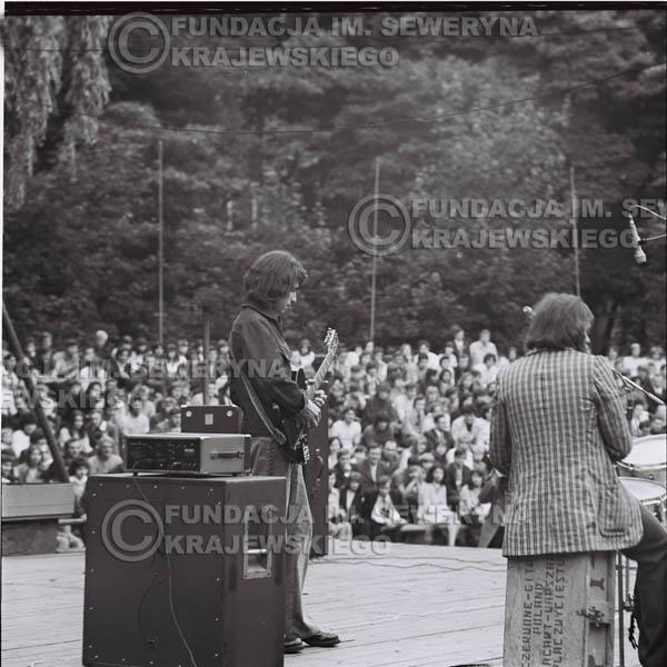 # 1218 - 1973r., Bytom-Bobrek - koncert Czerwonych Gitar w składzie: Seweryn Krajewski, Jerzy Skrzypczyk, Bernard Dornowski.