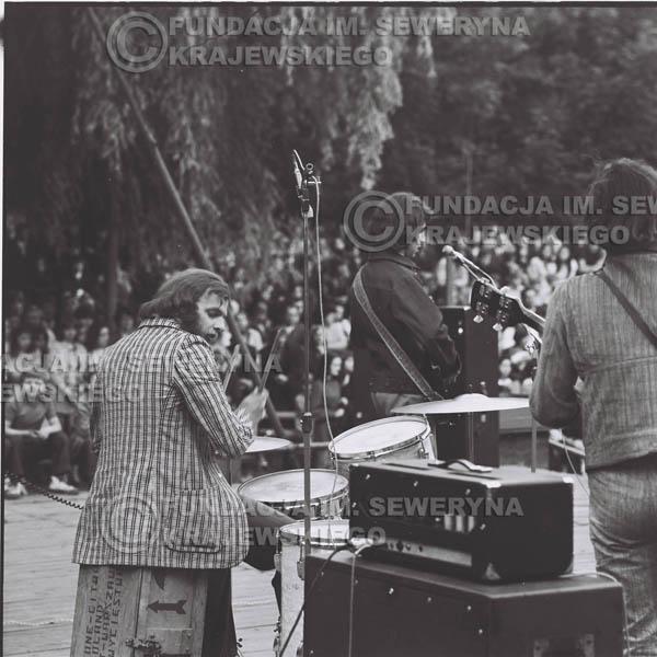 # 1219 - 1973r., Bytom-Bobrek - koncert Czerwonych Gitar w składzie: Seweryn Krajewski, Jerzy Skrzypczyk, Bernard Dornowski.