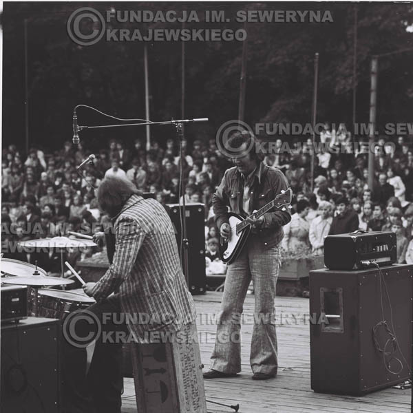 # 1224 - 1973r., Bytom-Bobrek - koncert Czerwonych Gitar w składzie: Seweryn Krajewski, Jerzy Skrzypczyk, Bernard Dornowski.