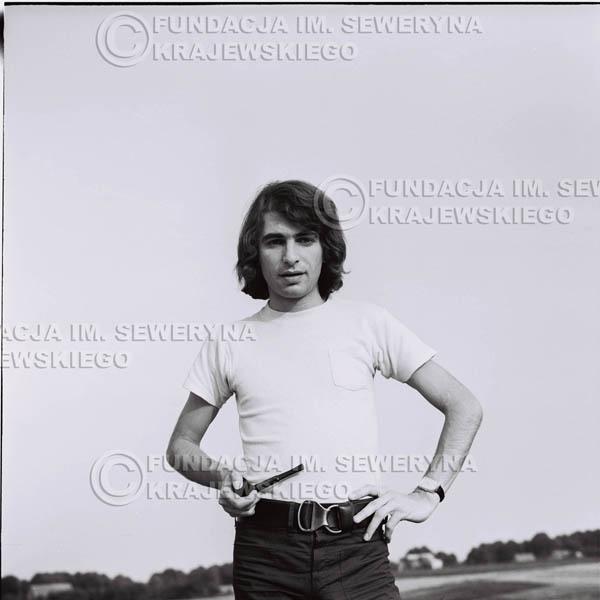 # 1232 - Seweryn Krajewski z fajką (Seweryn palił w tamtych czasach fajkę, L.Sagan po raz pierwszy uwiecznił go z fajką na zdjęciach).