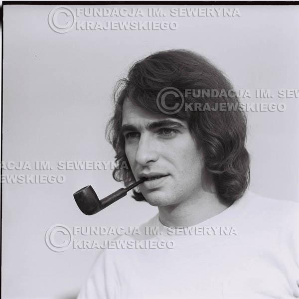 # 1235 - Seweryn Krajewski z fajką (Seweryn palił w tamtych czasach fajkę, L.Sagan po raz pierwszy uwiecznił go z fajką na zdjęciach).
