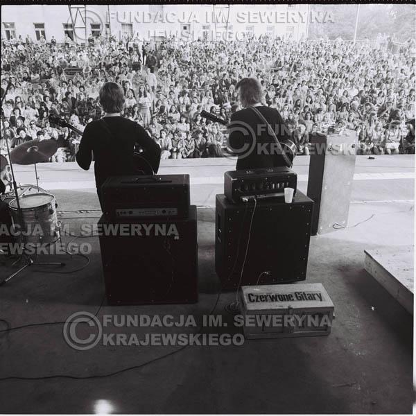 # 1240 - 1975r. koncert Czerwonych Gitar w Ostrawie w ówczesnej Czechosłowacji na terenach wystawowych 'Czarna Łąka'.