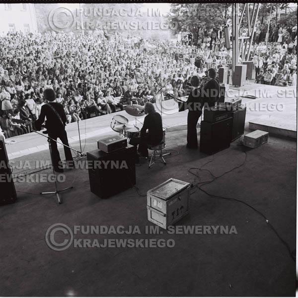 # 1241 - 1975r. koncert Czerwonych Gitar w Ostrawie w ówczesnej Czechosłowacji na terenach wystawowych 'Czarna Łąka'.