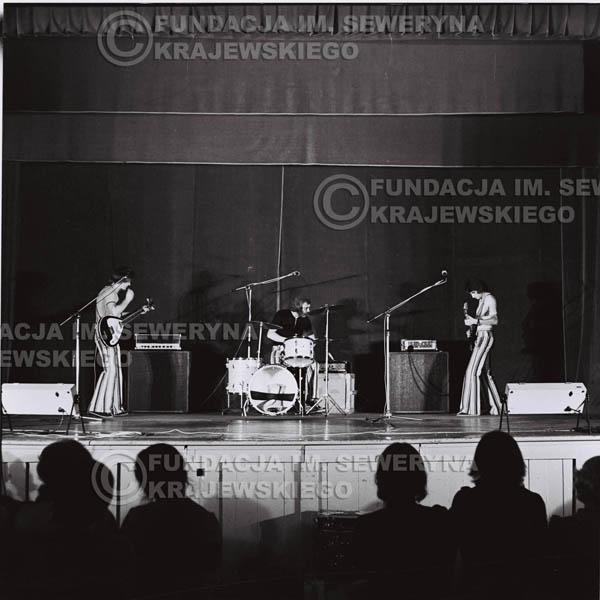 # 1246 - 1973r., koncert Czerwonych Gitar w Teatrze Polskim we Wrocławiu. Czerwone gitary po odejściu Krzysztofa Klenczona w składzie: Seweryn Krajewski, Jerzy Skrzypczyk, Bernard Dornowski.