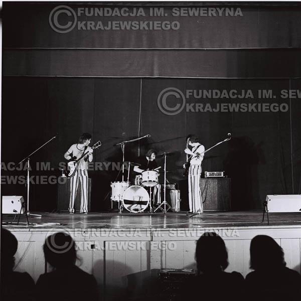# 1247 - 1973r., koncert Czerwonych Gitar w Teatrze Polskim we Wrocławiu. Czerwone gitary po odejściu Krzysztofa Klenczona w składzie: Seweryn Krajewski, Jerzy Skrzypczyk, Bernard Dornowski.