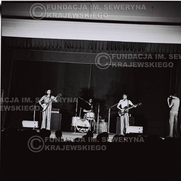 # 1249 - 1973r., koncert Czerwonych Gitar w Teatrze Polskim we Wrocławiu. Czerwone Gitary po odejściu Krzysztofa Klenczona w składzie: Seweryn Krajewski, Jerzy Skrzypczyk, Bernard Dornowski.
