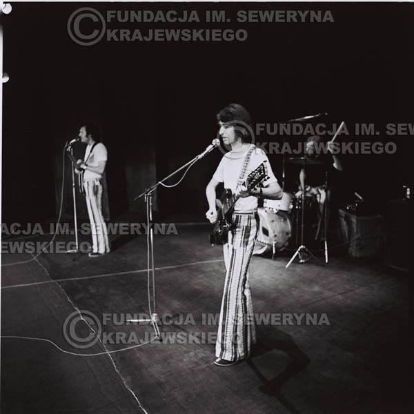 # 1285 - 1973r. koncert Czerwonych Gitar w Poznaniu, od lewej: Bernard Dornowski, Jerzy Skrzypczyk, Seweryn Krajewski.