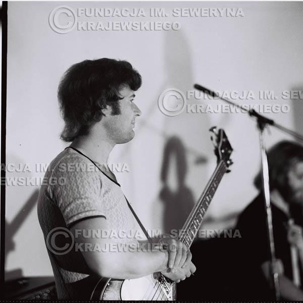 # 1286 - 1973r. koncert Czerwonych Gitar w Poznaniu, od lewej: Bernard Dornowski, Jerzy Skrzypczyk, Seweryn Krajewski.