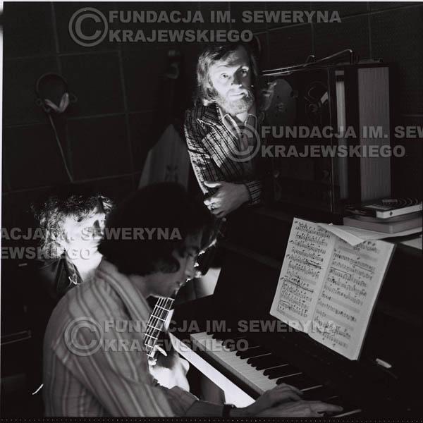# 1320 - Seweryn Krajewski, Bernard Dornowski, Jerzy Skrzypczyk – 1974r. w małym domowym studio w mieszkaniu Seweryna Krajewskiego w Sopocie.