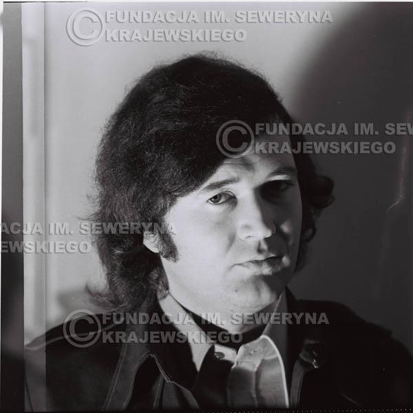# 1335 - 1974r. Bernard Dornowski w garderobie.