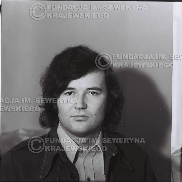 # 1336 - 1974r. Bernard Dornowski w garderobie.