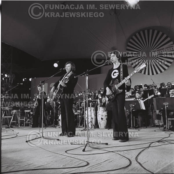 # 1339 - 1975r. Festiwal Polskiej Piosenki w Opolu, występ Czerwonych Gitar.