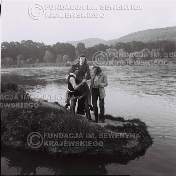 # 1404 - 1975r. sesja zdjęciowa w Sanoku. Czerwone Gitary w składzie: Seweryn Krajewski, Ryszard Kaczmarek , Jerzy Skrzypczyk, , Bernard Dornowski.