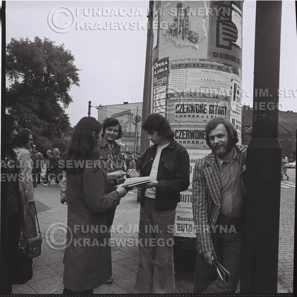 # 1457 - 1973r. sesja zdjęciowa w Gliwicach. Czerwone Gitary w składzie: Bernard Dornowski, Seweryn Krajewski, Jerzy Skrzypczyk.