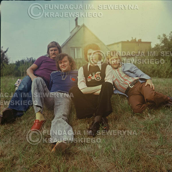 # 1500 - 1975r. sesja zdjęciowa w Sanoku. . Czerwone Gitary w składzie: Bernard Dornowski, Seweryn Krajewski, Ryszard Kaczmarek, Jerzy Skrzypczyk.