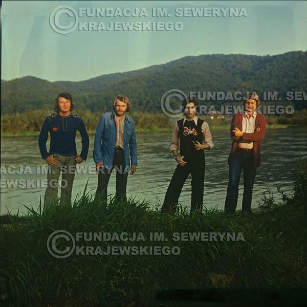 # 1507 - 1974r. sesja zdjęciowa w Sanoku. Czerwone Gitary w składzie: Bernard Dornowski, Seweryn Krajewski, Ryszard Kaczmarek, Jerzy Skrzypczyk.
