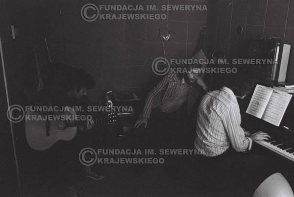 # 1556 - Seweryn Krajewski, Bernard Dornowski, Jerzy Skrzypczyk – 1974r. w małym domowym studio w mieszkaniu Seweryna Krajewskiego w Sopocie.
