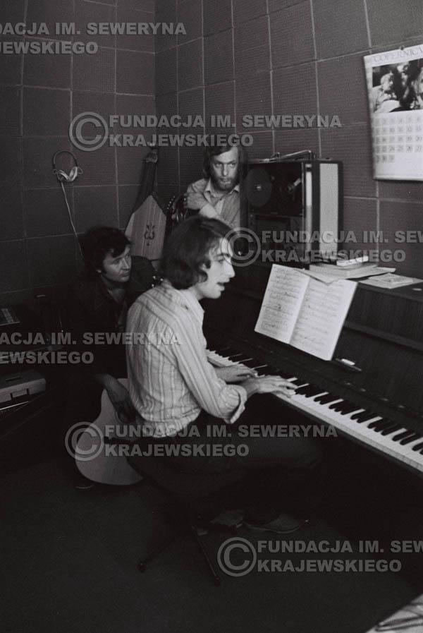 # 1557 - Seweryn Krajewski, Bernard Dornowski, Jerzy Skrzypczyk – 1974r. w małym domowym studio w mieszkaniu Seweryna Krajewskiego w Sopocie.