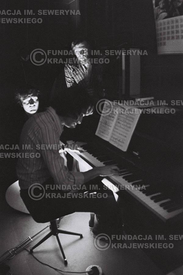 # 1558 - Seweryn Krajewski, Bernard Dornowski, Jerzy Skrzypczyk – 1974r. w małym domowym studio w mieszkaniu Seweryna Krajewskiego w Sopocie.