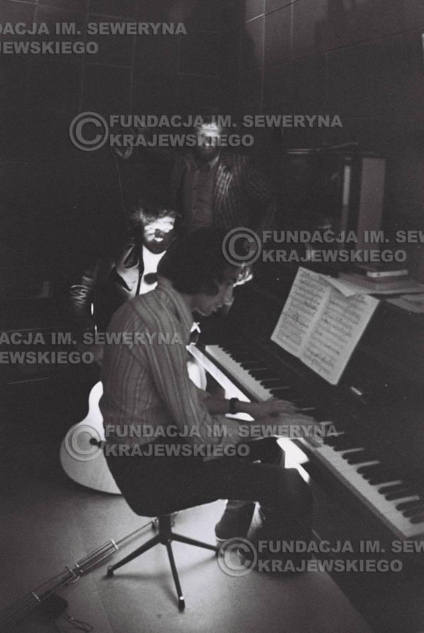 # 1559 - Seweryn Krajewski, Bernard Dornowski, Jerzy Skrzypczyk – 1974r. w małym domowym studio w mieszkaniu Seweryna Krajewskiego w Sopocie.