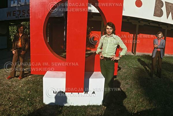 # 1566 - 1973r. imprezy towarzyszące XIII Międzynarodowemu Festiwalowi Piosenki, sesja przed Teatrem Letnim w Sopocie: Jerzy Skrzypczyk, Bernard Dornowski, Seweryn Krajewski.