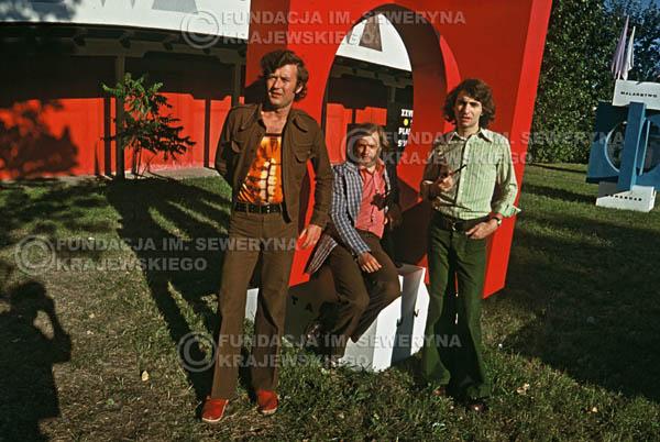 # 1567 - 1973r. imprezy towarzyszące XIII Międzynarodowemu Festiwalowi Piosenki, sesja przed Teatrem Letnim w Sopocie: Jerzy Skrzypczyk, Bernard Dornowski, Seweryn Krajewski.
