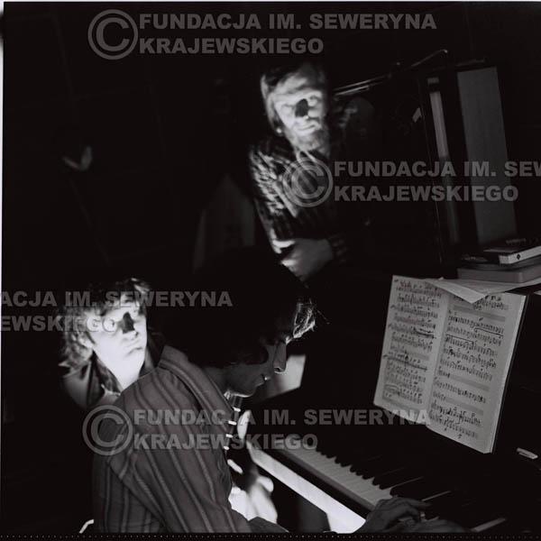 # 1575 - Seweryn Krajewski, Bernard Dornowski, Jerzy Skrzypczyk – 1974r. w małym domowym studio w mieszkaniu Seweryna Krajewskiego w Sopocie.