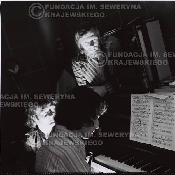 # 1576 - Seweryn Krajewski, Bernard Dornowski, Jerzy Skrzypczyk – 1974r. w małym domowym studio w mieszkaniu Seweryna Krajewskiego w Sopocie.