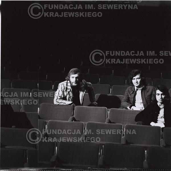 # 1585 - 1973r. na widowni w Teatrze Nowym w Łodzi. Od lewej: Jerzy Skrzypczyk, Bernard Dornowski, Seweryn Krajewski.