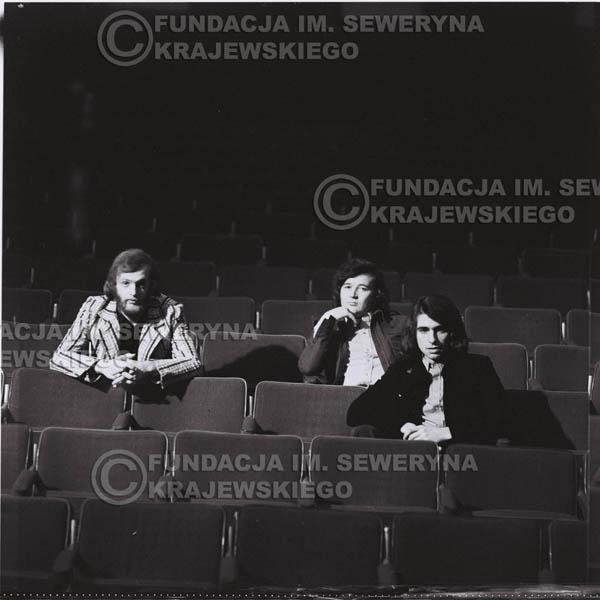 # 1586 - 1973r. na widowni w Teatrze Nowym w Łodzi. Od lewej: Jerzy Skrzypczyk, Bernard Dornowski, Seweryn Krajewski.