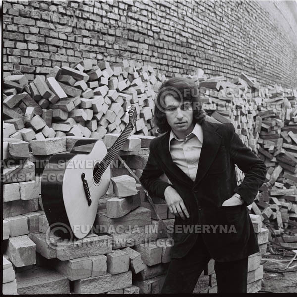 # 1609 - Seweryn Krajewski - - 1973r. Katowice na tyłach Hali Widowiskowo-Sportowej 'Spodek'.