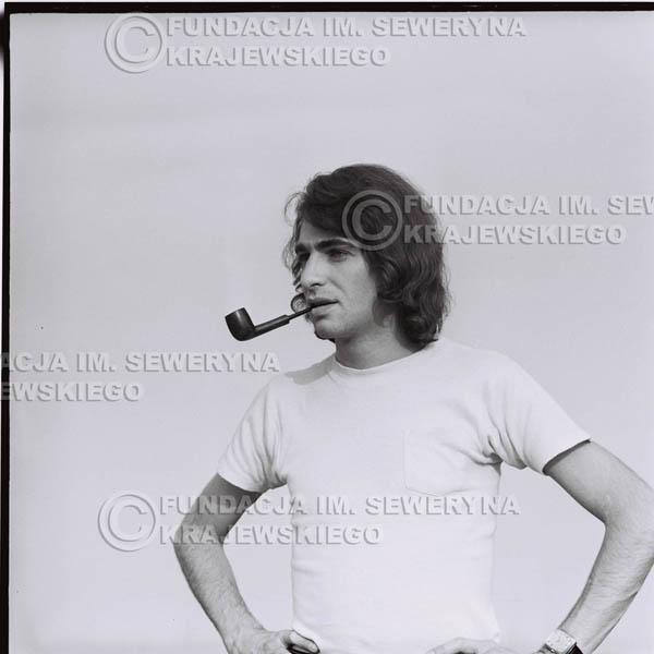 # 1611 - 1974r. Seweryn Krajewski z fajką.