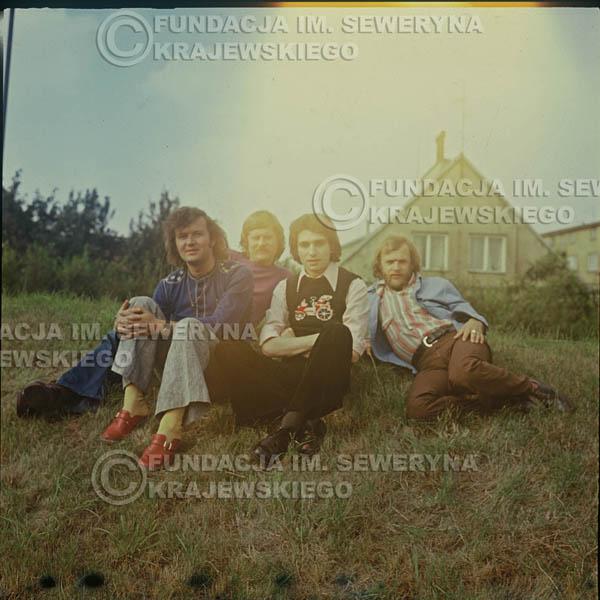# 1626 - 1974r. sesja zdjęciowa w Sanoku. Czerwone Gitary w składzie: Seweryn Krajewski, Bernard Dornowski, Jerzy Skrzypczyk, Ryszard Kaczmarek.