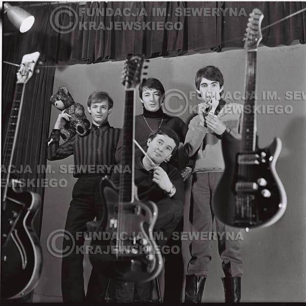 # 199 - Sesja zdjęciowa do drugiej płyty pt: 'Czerwone Gitary 2' 1966r.