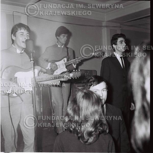 # 243 - 1965r. Czerwone Gitary występ w zimowym Nonstopie