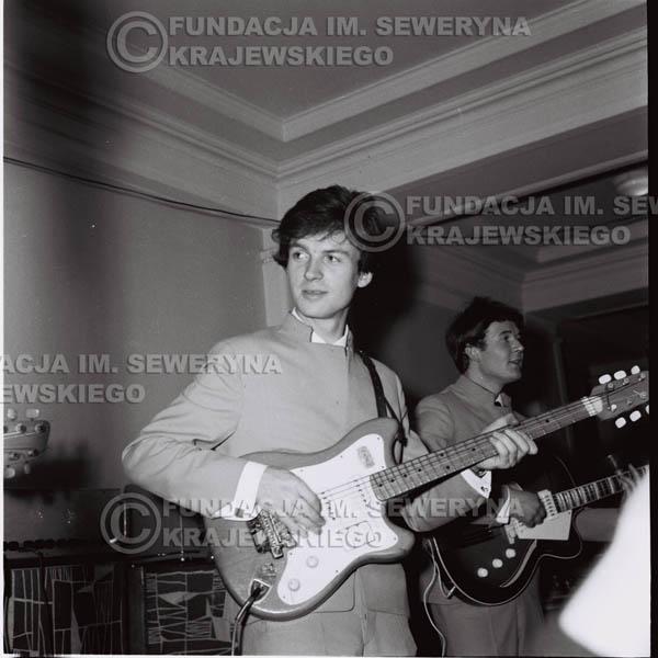 # 244 - 1965r. Czerwone Gitary występ w zimowym Nonstopie