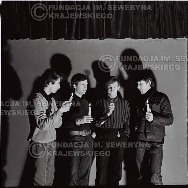 # 260 - 1966r. sesja zdjęciowa do płyty pt: 'Czerwone Gitary śpiewają kolędy'