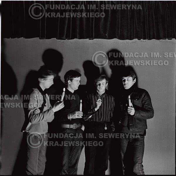 # 261 - 1966r. sesja zdjęciowa do płyty pt: 'Czerwone Gitary śpiewają kolędy'