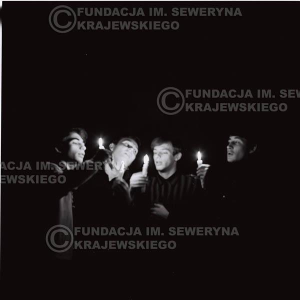 # 286 - Sesja zdjęciowa do okładki płyty pt: 'Czerwone Gitary śpiewają kolędy' 1966r.
