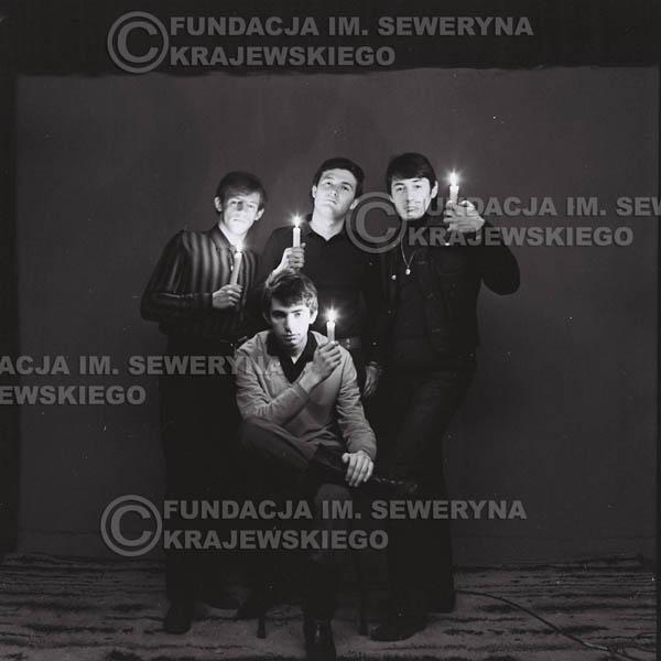# 287 - Sesja zdjęciowa do okładki płyty pt: 'Czerwone Gitary śpiewają kolędy' 1966r.