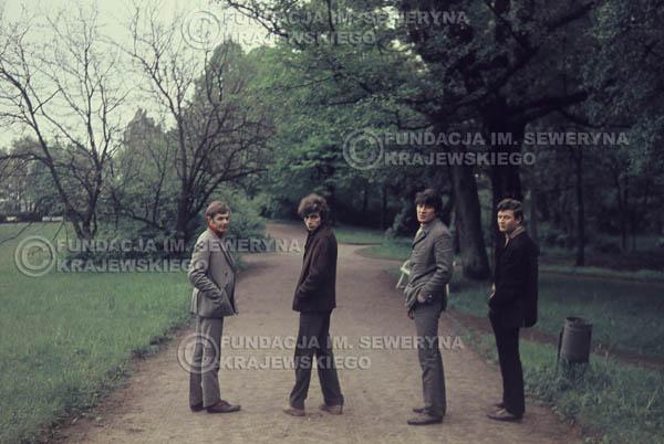 # 297 - Czerwone Gitary 1967r. sesja do płyty pt: 'Czerwone Gitary 3' Park Oliwski
