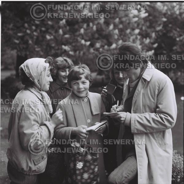 # 312 - Czerwone Gitary, spotkanie z fankami, Park Oliwski 1967r.