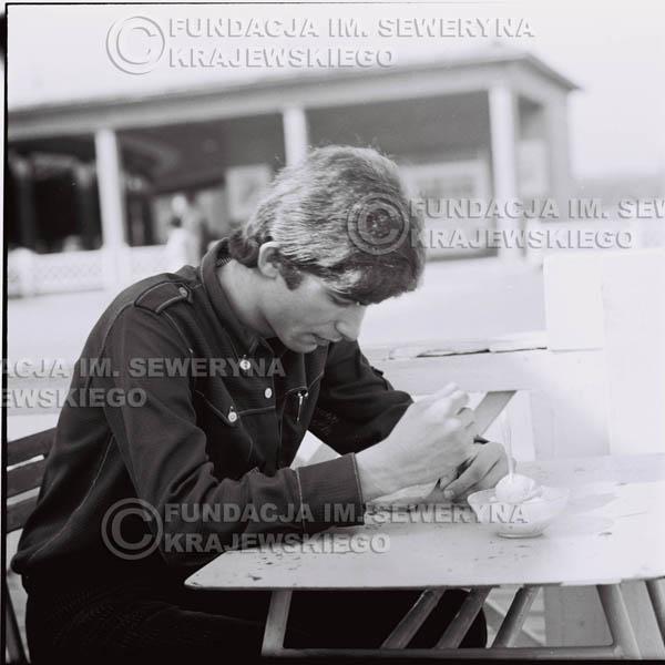 # 394 - Seweryn Krajewski, 1967r. sesja w Sopocie (zdjęcia dla fanów do autografów)