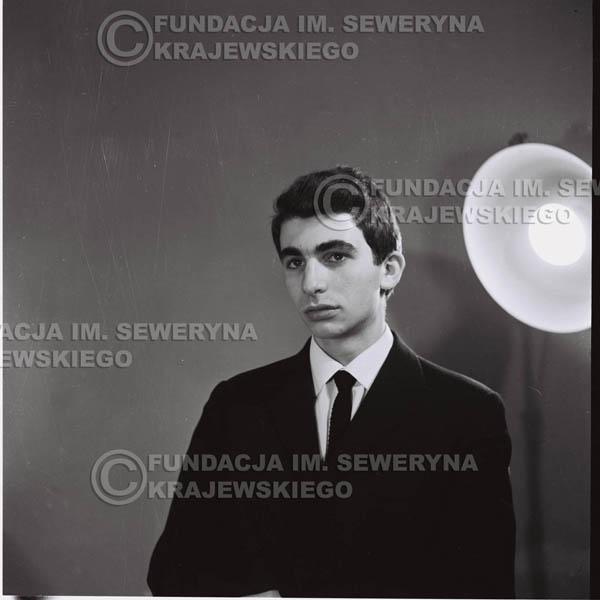 # 423 - Seweryn Krajewski, sesja zdjęciowa do płyty pt: 'Czerwone Gitary 3', 1967r.