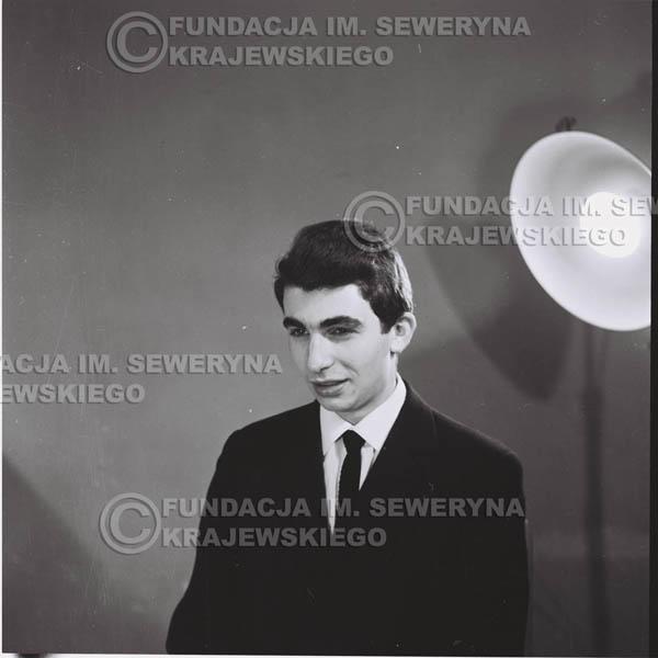 # 425 - Seweryn Krajewski, sesja zdjęciowa do płyty pt: 'Czerwone Gitary 3', 1967r.